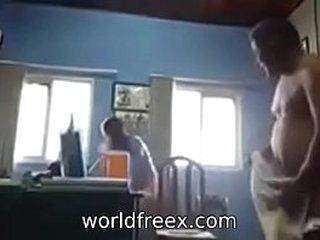 desi girl fucked his office boss for monny